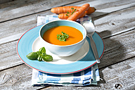 Carrot soup in soup bowl - MAEF008300
