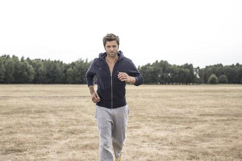 Portrait of jogging man - MUMF000041