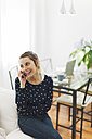 Young woman telephoning with smartphone at home - EBSF000127