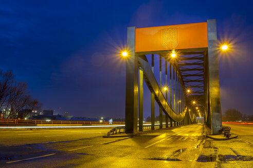 Germany, Hamburg, emblem of the city of hamburg, bridge during twilight hour - NK000082