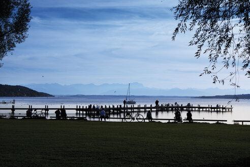 Germany, Bavaria, Starnberg, Lake Starnberg, evening mood - CS021191