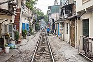 Vietnam, Hanoi, Railway line through the town - RJ000067