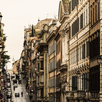 Italy, Rome, Typical itallian buildings and traffic - KAF000122