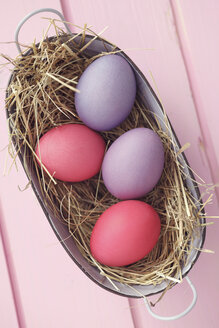 Coloful Easter eggs in basket, studio shot - ECF000475