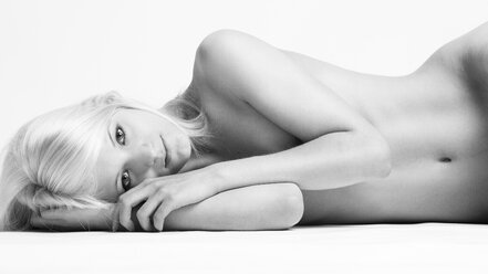Female nude lying - CvK000066