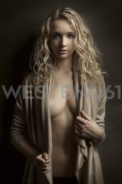 Portrait of blond young woman - CvK000078