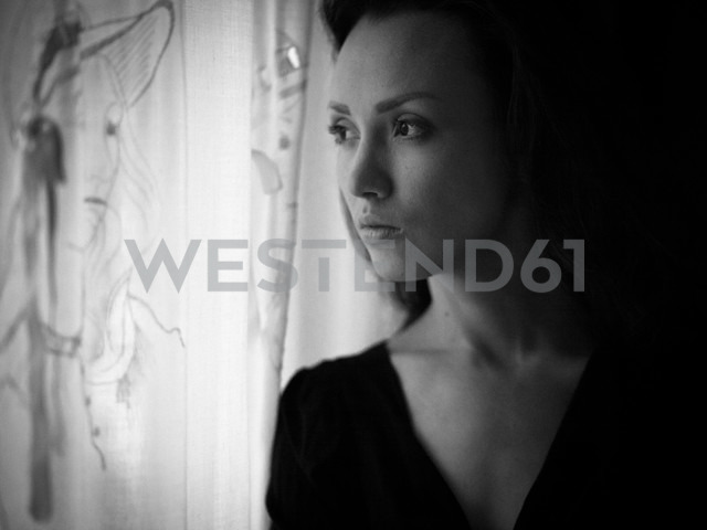 Woman looking out of window - CvK000107