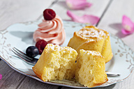 Muffin, berries and creme on plate - CSF021201