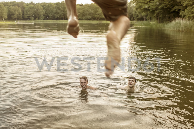 Young man jumping in quarry pond - MUMF000010