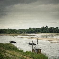 France, Centre, Chaumont-sur-Loire, River Loire, Sandbanks and boats - DWIF000029