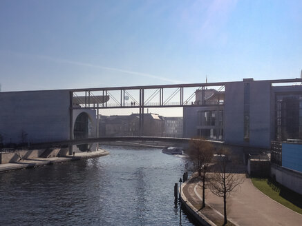 Germany, Berlin, Bundestag people standing on bridge - FBF000326