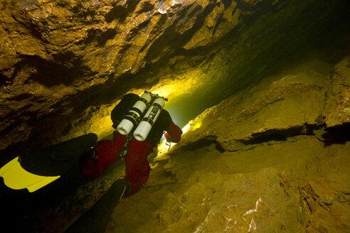 Austria, Obertraun, Cave diver exlporing the Koppenbruller Cave - YR000006