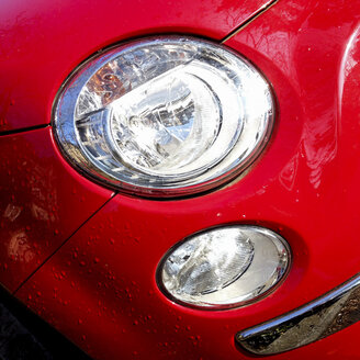 Germany, Baden-Wuerttemberg, Stuttgart, Fiat 500, headlights, paint, red - WDF002456