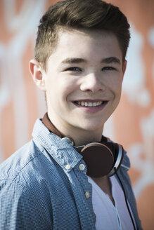 Portrait of smiling teenager with headphones - UUF000193