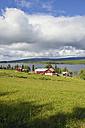 Sweden, Gaeddede, Landscape with houses at Vildmarksvaegen - BR000520