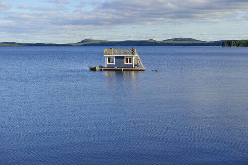 Sweden, Vilhelmina, Houseboat on lake Volgsjoen - BR000461
