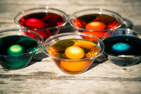 Germany, Bavaria, Colorful Easter eggs in dye - SARF000445