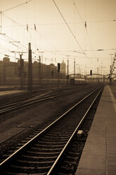 Germany, Bavaria, Munich, Tracks at central station - YFF000092