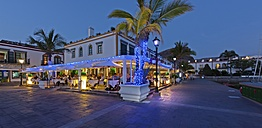 Spain, Canary Islands, Gran Canaria, Puerto de Mogan, Restaurants and waterside promenade - AM002129
