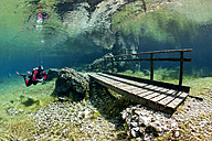 Austria, Styra, Tragoess, Green Lake, Diver and wooden boardwalk - YRF000041