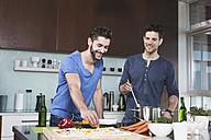 Portrait of two friends cooking together - RBF001674