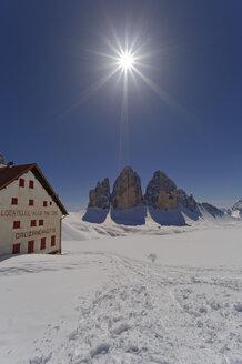 Italy, Alto Adige, Hochpuster Valley, Tre Cime hut with Tre Cime di Lavaredo - GF000415