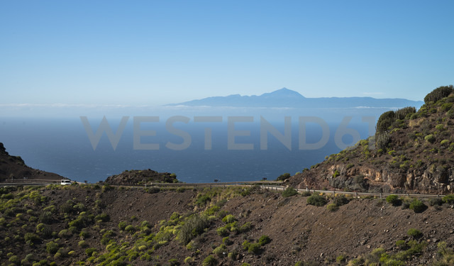Spain, Canary Islands, Gran Canaria, Coastal road, Teneriffe in background - STCF000043 - Spotcatch/Westend61