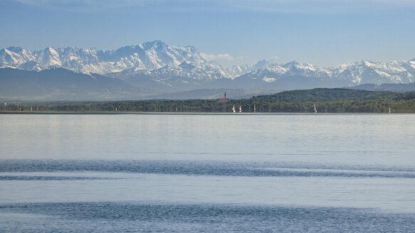 Germany, Bavaria, Lake Ammer, Diessen am Ammersee, Marienmuenster, Alps in the background - RDF001263