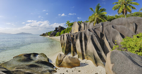 Seychelles, La Digue, view to Anse Source d' Argent with sculpted rocks and palm trees - RUEF001235