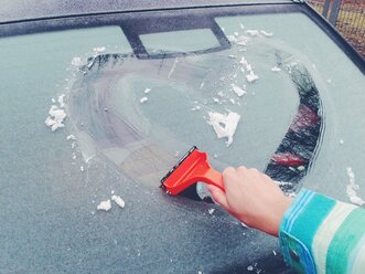 Germany, Hesse, casting, heart is scraped into ice on the car window - BRF000553