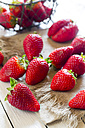 Strawberries on cloth - SARF000507