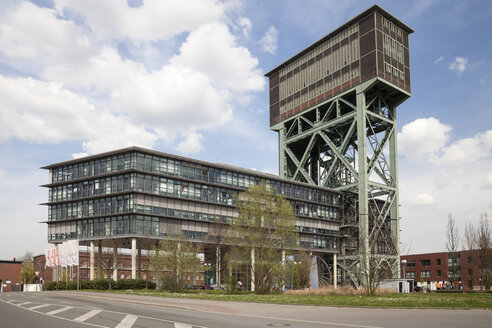 Germany, North Rhine-Westphalia, Dortmund, Eving,Industrial Park, former Coal Mine Minister Stein, Hammerkopf Tower and office building - WI000603