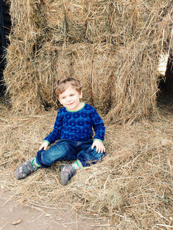 Germany, Saar mouth, little boy sitting in the hay - AFF000058