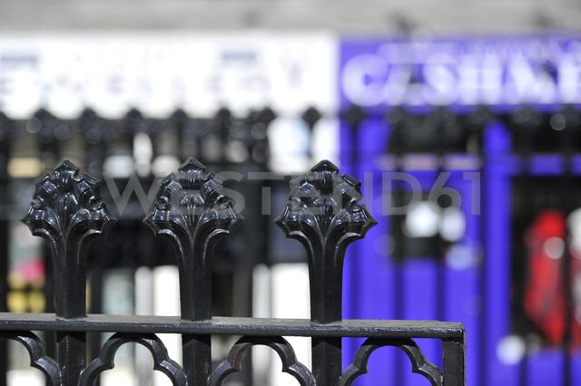 UK, Scotland, Edinburgh, Wrought iron ornaments on fence, close up - FDF000035