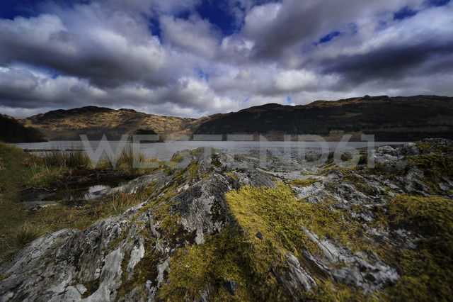 UK, Scotland, Landscape with cloudy sky - FDF000045