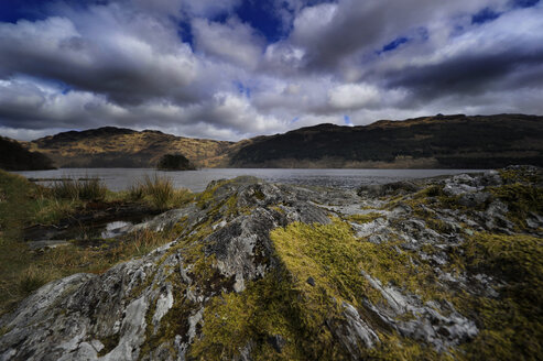 UK, Scotland, Landscape with cloudy sky - FDF000045