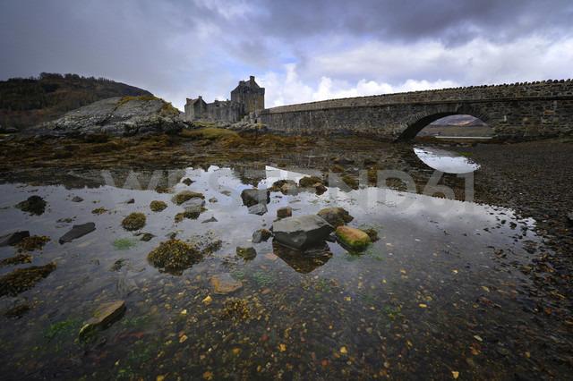 UK, Scotland, Eilean Donan Castle - FDF000060