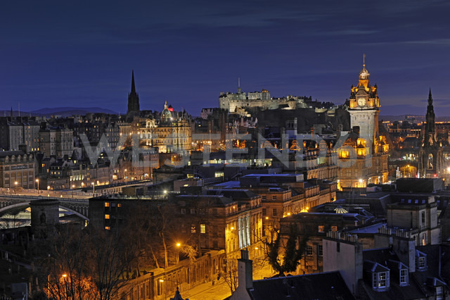 UK, Scotland, Edinburgh, City view with Edinburgh Castle - FDF000034