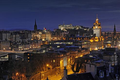 UK, Scotland, Edinburgh, City view with Edinburgh Castle - FDF000034