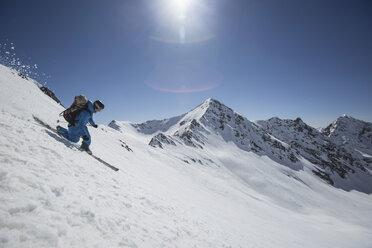 Austria, East Tyrol, Defereggental, Man telemark skiing - FF001405