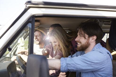 Happy friends in minivan - FMKF001230