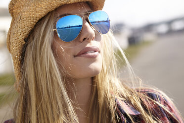 Young woman wearing cowboy hat and sunglasses - FMKF001173