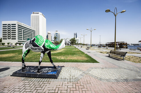 UAE, Dubai, Camel statue at the creek - THA000294