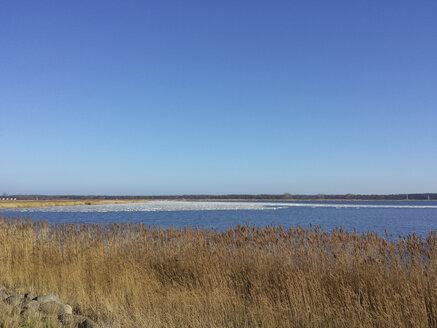 Ruegen, Baltic Sea, Mecklenburg-Vorpommern, Island, winter, Beach, sea - MJF001075