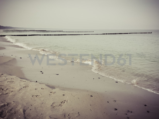 Ruegen, Baltic Sea, Mecklenburg-Vorpommern, Island, winter, Beach, sea - MJF001071