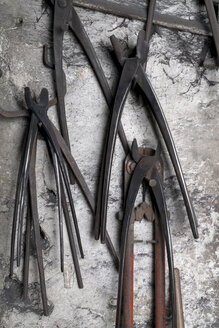 Germany, Bavaria, Josefsthal, grippers at historic blacksmith's shop - TCF003954