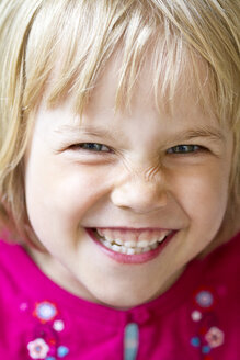 Portrait of smiling little girl - JFEF000355
