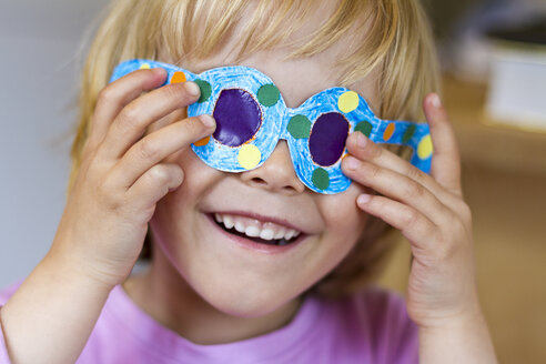 Little girl with her selfmade paper glasses - JFEF000356