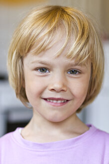 Portrait of smiling little girl - JFEF000358