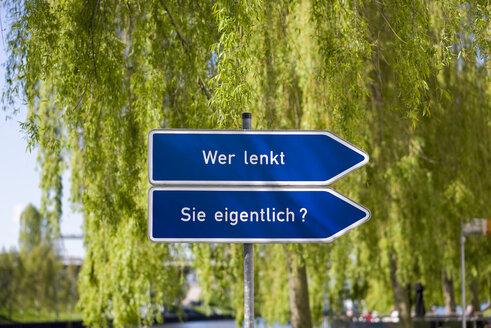 Germany, Lower Saxony, Wolfsburg, signpost - KLR000010